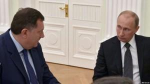 Άνοιξαν οι κάλπες στη Βοσνία περιμένοντας τον Πούτιν στο Βελιγράδι