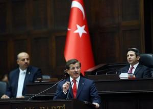 Ο Νταβούτογλου ενισχύει με νομοσχέδιο τις εξουσίες των δυνάμεων ασφαλείας – Στόχος ο έλεγχος των Κούρδων