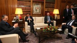 Και ο Νταβούτοβλου «ψηφίζει» Σταύρο Δήμα!!! Η Ελληνική Βουλή τί θα πράξει;