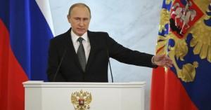Ο  Βλαντιμίρ Πούτιν κατηγορεί τη Δύση και συνεχίζει την αντιπαράθεση