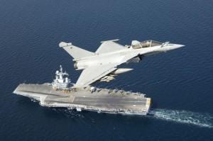Το αεροπλανοφόρο Charles De Gaulle (R91) στέλνει στον Περσικό Κόλπο ο Πρόεδρος Hollande (Vid.)