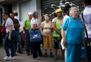 Με ελλείψεις σε φάρμακα και βασικά καταναλωτικά αγαθά ξεκίνησε το 2015 στην Βενεζουέλα (Vid.)