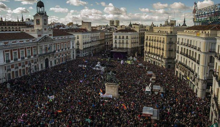 Εκατοντάδες χιλιάδες οπαδοί του Podemos διαδήλωσαν  στη Μαδρίτη στις 31 Iανουαριου.