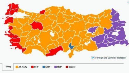 Τουρκικές εκλογές: Νίκη ΑΚΡ, απώλεια αυτοδυναμίας μετά από 13 χρόνια