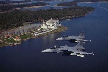 Ρωσικά αεροσκάφη εξαπέλυσαν θερμοβολίδες κατά σουηδικών μαχητικών