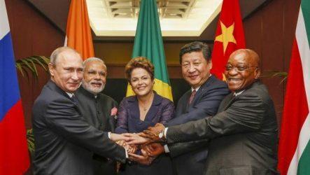 Η Αθήνα δεν μπορεί αυτή τη στιγμή να ενταχθεί στην τράπεζα BRICS – Η Ρωσία δεν είναι σε θέση να βοηθήσει στην ελληνική κρίση χρέους