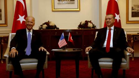 """Ερντογάν και Μπάιντεν """"δεν τα βρήκαν"""": Οξύτατη κρίση για τους Κούρδους της Συρίας"""