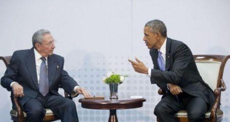 Ιστορική συνάντηση Μπαράκ Ομπάμα – Ραούλ Κάστρο στην Κούβα