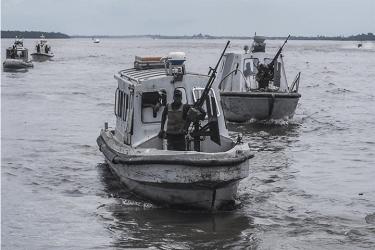 Το Νιγηριανό ναυτικό καταλαμβάνει παράνομο πειρατική βάρκα άντλησης πετρελαίου, στο Δέλτα του Νίγηρα
