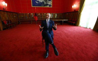 Πολιτική υψηλών τόνων και ρίσκου από τα Τίρανα