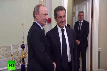 «Τώρα μπορείτε να μιλήσετε με ειλικρίνεια»: Ο Πούτιν καλοσωρίζει τον πρώην Γάλλο ηγέτη Σαρκοζί στην Αγία Πετρούπολη
