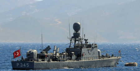 Κλιμακώνει την ένταση η Τουρκία: Στέλνει το Cesme στο Καστελόριζο