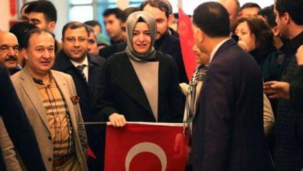 Κωνσταντινούπολη: Διαδηλωτές σήκωσαν την τουρκική σημαία στο ολλανδικό προξενείο