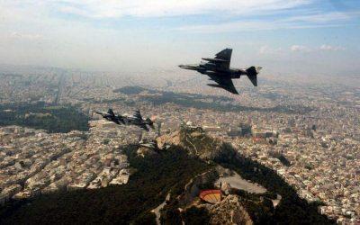 Μοναδικές εικόνες από την διέλευση των μαχητικών πάνω από την Αθήνα