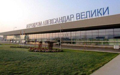 Σκόπια: Ξηλώνουν άμεσα τις παλιές πινακίδες σε αεροδρόμιο και εθνική οδό
