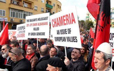Προκλητική συγκέντρωση Τσάμηδων έξω από την ελληνική πρεσβεία στα Τίρανα