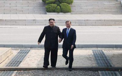 Κιμ Γιονγκ Ουν και Μουν Τζε-ιν στη διακορεατική: «Σε νέα εποχή οδεύουν οι δύο χώρες»