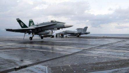 Τηλεκατευθυνόμενη προσνήωση μαχητικού F/A-18 σε αεροπλανοφόρο