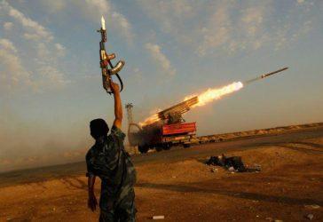 Λιβύη: Πύραυλοι έπληξαν το αεροδρόμιο της Τρίπολης