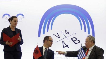 Κοτζιάς: «Θεσμικές διαφωνίες» στα Τίρανα καθυστερούν την επίσκεψη Τσίπρα