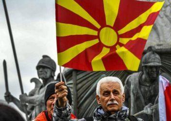 Γιώργος Φίλης: Ιστορικό λάθος μια συμφωνία τώρα με την ΠΓΔΜ