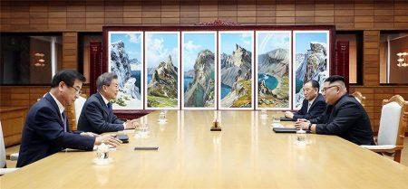 Συνάντηση Κιμ Γιονγκ Ουν και Μουν Τζε-ιν στα σύνορα Βόρειας και Νότιας Κορέας
