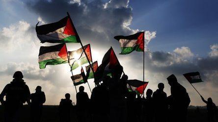 Γιώργος Φίλης: Καταδίκη ναι, αλλά ρεαλισμό στη Μέση Ανατολή
