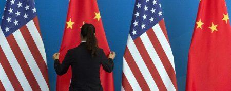 Η Κίνα διαβεβαιώνει ότι είναι διατεθειμένη να επιλύσει την εμπορική διένεξη με τις ΗΠΑ