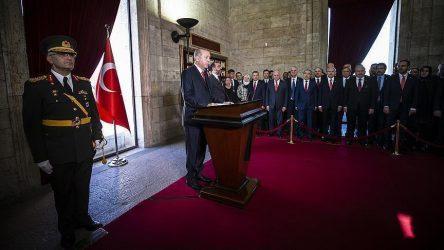 """Ούτε η 95η επέτειος της Τουρκικής Δημοκρατίας δεν έβγαλε στα ανοιχτά τον """"Πορθητή"""""""
