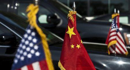 Μάικ Πενς: Το Πεκίνο έχει «κλέψει» αμερικανική τεχνολογία και στρατιωτικά σχέδια