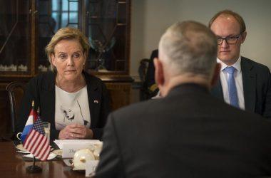 Ολλανδή Υπουργός Άμυνας: Βρισκόμαστε σε Cyberwar με την Ρωσία