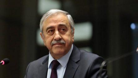 Ο Ακιντζί απείλησε με παραίτηση τον Τσαβούσογλου στην περίπτωση υιοθέτησης λύσης χαλαρής ομοσπονδίας