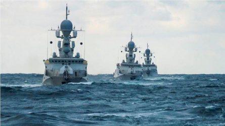 Ένας μικρός στόλος των Ρώσων που κυριαρχεί σε μια μικρή θάλασσα