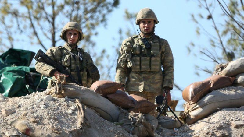 f702855ddb «Η Τουρκία έχει αναπτύξει τανκς και κομάντο κατά μήκος των συνόρων της με  τη Συρία και διέταξε 14.000 Σύρους αντάρτες που συνεργάζονται με το στρατό  της να ...