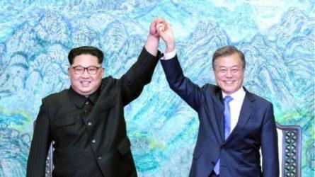 Ν.Κορέα και Β.Κορέα εγκαινίασαν τον εκσυγχρονισμό και τη διασύνδεση οδικών αρτηριών και σιδηροδρομικών γραμμών στα σύνορά τους.