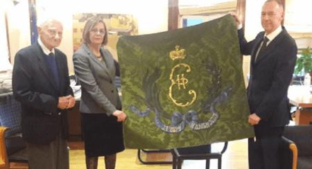 Αντίγραφο της σημαίας των Ελληνικών δυνάμεων δώρισε ο Ρώσος πρέσβης στη Μυρσίνη Ζορμπά