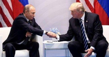 Η Ρωσία ρίχνει το δολάριο, στοχεύει σε ευρώ και γουάν