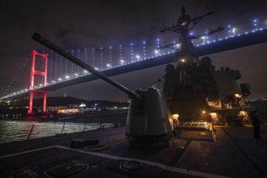 To USS Donald Cook πέρασε τον Βόσπορο – Το παρακολουθούν οι Ρώσοι στην Μαύρη Θάλασσα