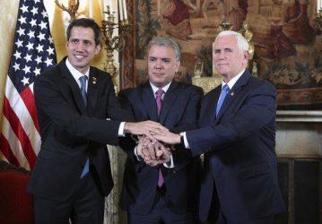 Μάικ Πενς σε Χουάν Γκουαϊδό –  Οι ΗΠΑ σας στηρίζουν