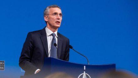Μέχρι τον Σεπτέμβριο του 2022 στο τιμόνι του NATO ο Γενς Στόλτενμπεργκ