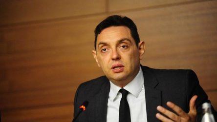 Yπουργός Άμυνας της Σερβίας – Αν δεν μας θέλει η Ευρώπη, υπάρχουν άλλοι που μας θέλουν