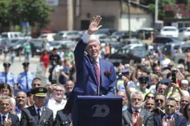 Εορτασμοί στο Κόσοβο για τα «20 χρόνια ελευθερίας» – Τιμήθηκε ο Κλίντον