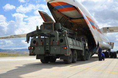 Το τουρκικό υπ. Άμυνας έδωσε στη δημοσιότητα τις πρώτες φωτογραφίες με την άφιξη των S-400