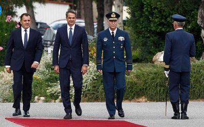 Επίσκεψη του πρωθυπουργού στο υπουργείο Άμυνας