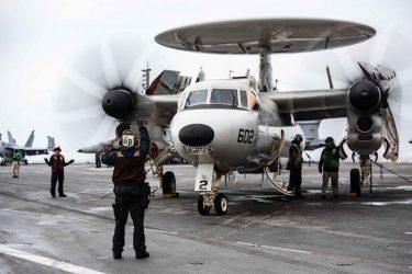 Αμερικανικό πολεμικό πλοίο πλέει προς τα Στενά της Ταϊβάν