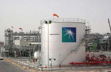 Η Σαουδική Αραβία «κόβει 50% την παραγωγή πετρελαίου» μετά τις επιθέσεις