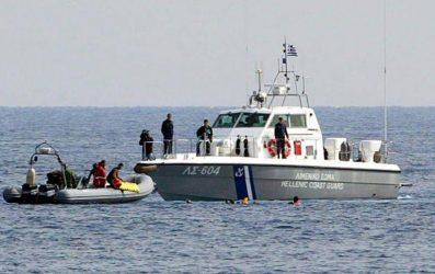 Συνεχίζονται οι επιβιβάσεις προσφύγων στα Ελληνικά νησιά – Πιέζεται ο Έβρος