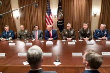 """Τραμπ: """"Άστους να πολεμούν"""" – Έσπερ: """"Αποσύρουμε 1000 στρατιώτες από την Βόρεια Συρία"""""""