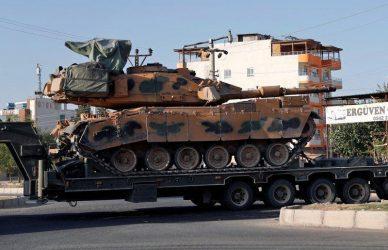 Βόρεια Συρία: Η Τουρκία αποσύρει τα Leopard και αναπτύσσει Μ-60 για να αντιμετωπίσει τους αρματιστές του Άσαντ