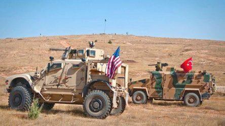 Οι αμερικανικές δυνάμεις κινδυνεύουν να εγκλωβιστούν και εγκαταλείπουν τη βόρεια Συρία